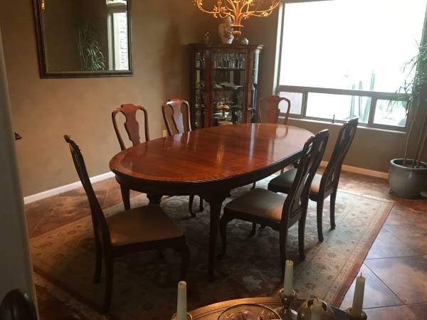 Photo Henredon Dining Table with 6 chairs - $425 (Marana)
