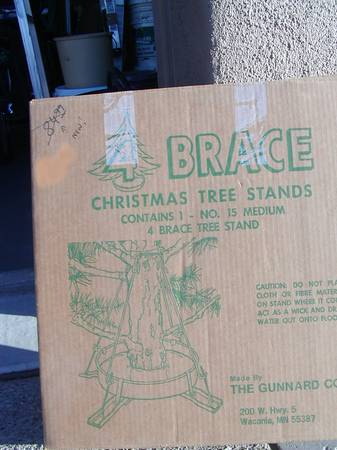 Photo Large Christmas tree stand - $40 (Oro Valley)