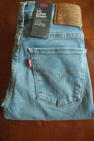 Photo NEW wTags-Levis 710 Super Skinny Women39s Mid Rise Jeans - $35 (Vail)