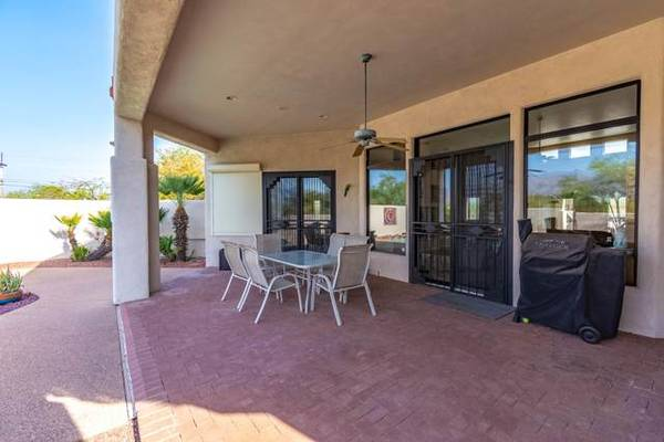 Photo Nack patio with natural gas grill, mini-fridge... 3 beds (Tucson)