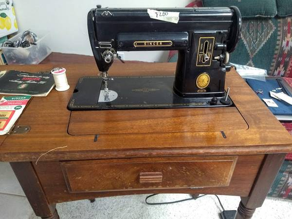 Photo Singer 301 electric sewing machine, old but beautiful - $200 (NE Tucson)