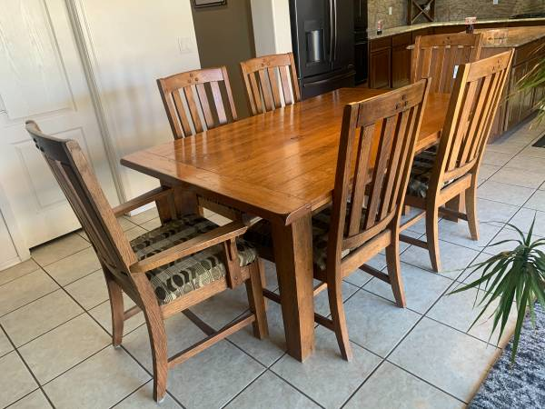 Photo Solid Oak Dining room table - $700