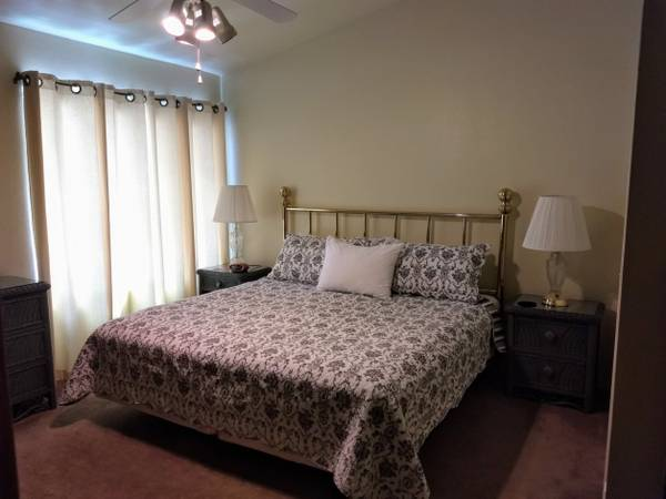 Photo Wicker bedroom furniture - $175 (Tucson)