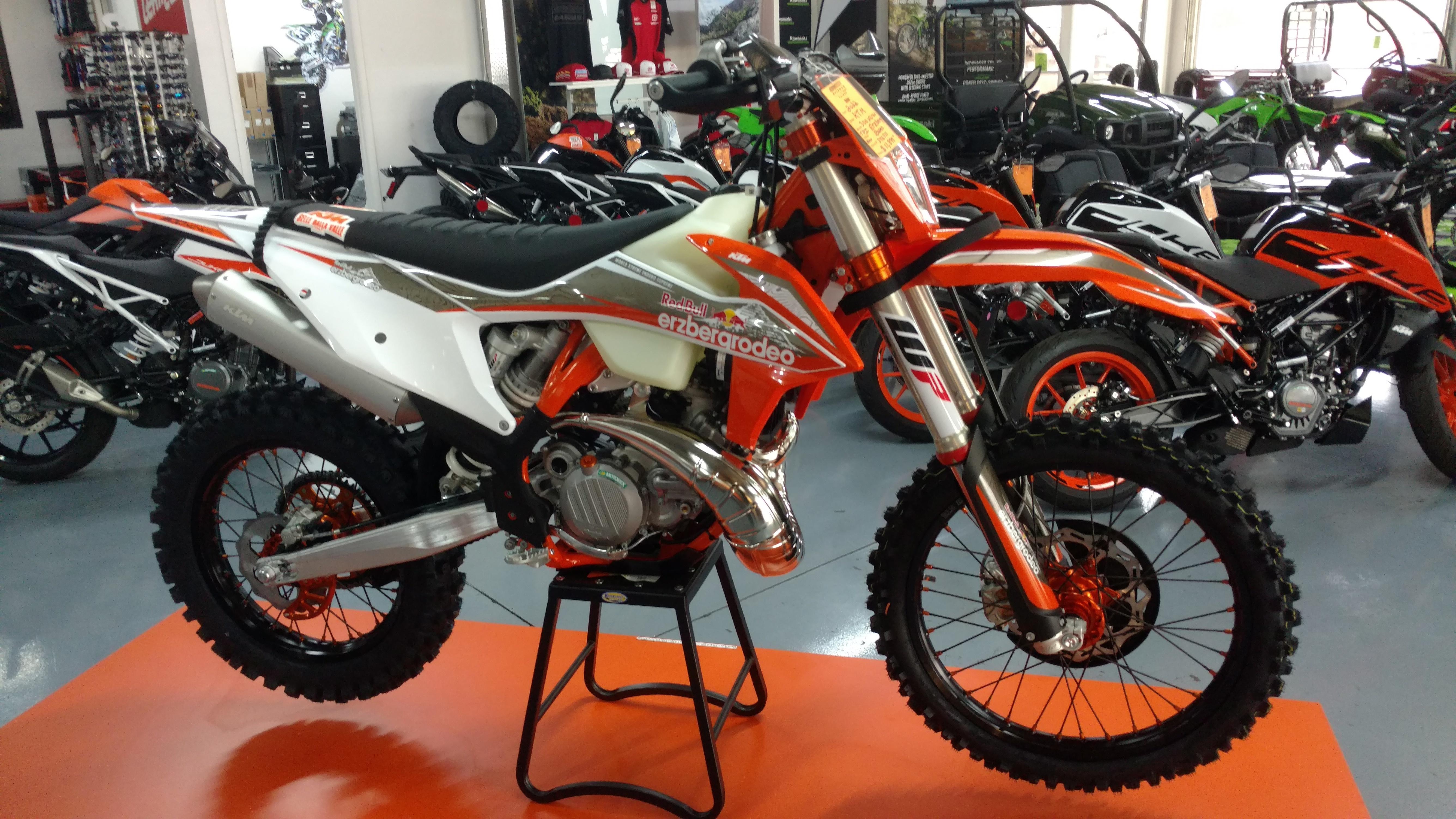 Photo 2022 KTM Dirt Bike Motorcycle  $11899