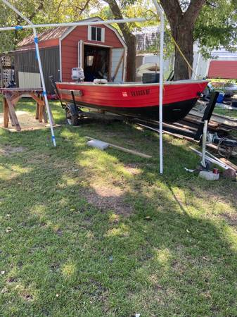 Photo 16 foot aluminum fishing boat - $1,600