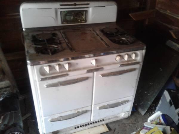 Photo 1950s Wedgewood gas stove (Tulsa)