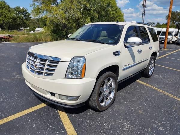Photo 2007 White Diamond Cadillac Escalade AWD with 149k Miles - $12,950 (Branson Missouri)