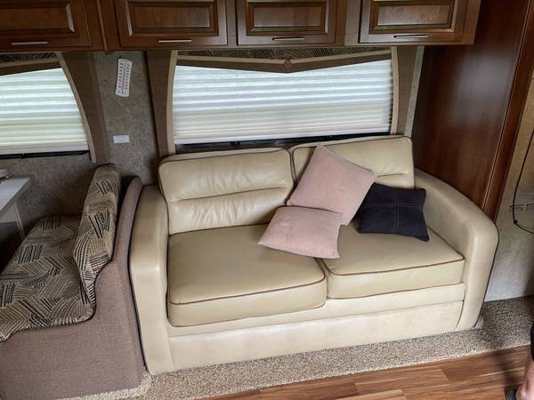 Photo 2014 Georgetown Forest River Class 328TS - $64,999 (Catoosa)