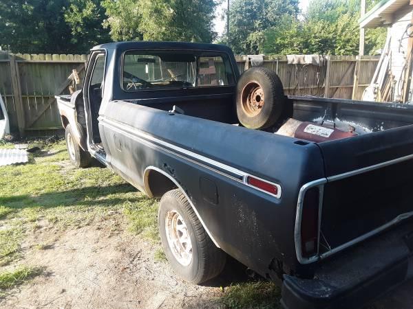 Photo 73-79 Ford Truck trim - $1 (Miami)