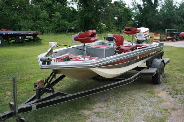 Photo Bass Boat, Motor  Trailer much less than new Save Money $$ over new - $4900 (Oklahoma)