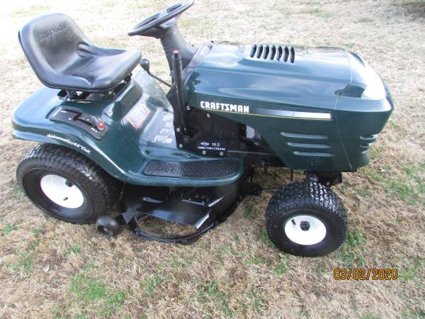 Photo CRAFTSMAN 42 INCH CUT 19.5 TWIN RIDING MOWER - $550 (FORT GIBSON)