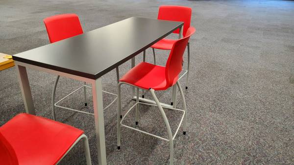 Photo Caf height table and 4 chairs for sale in nearly new-used condition. - $599 (Tulsa)