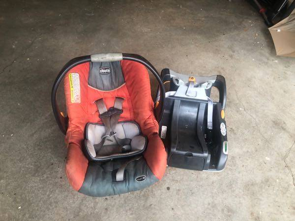 Photo Free car seat and base- expired