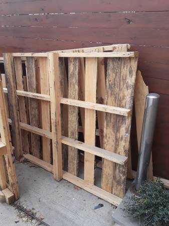 Photo Free pallet wood come get it (Tulsa)