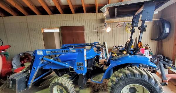 Photo New Holland Ford Tractor 4x4 w loader TC33D - $12,250 (Big Cabin  Vinita Area)