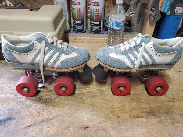 Photo Old School Pro Wing Skates - $30 (Ba)