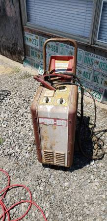 Photo Vintage gas station battery charger - $50 (Mcalester)