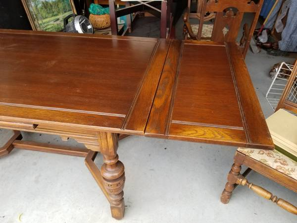 Photo Vintage solid oak dining table and 4 chairs - $375 (Owasso)