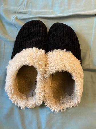 Photo WELL WORN SLIPPER - $40 (Tulsa)