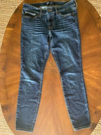 Photo Womens Jeans size 2627 - GAP  REUSE - $1 (Tulsa)
