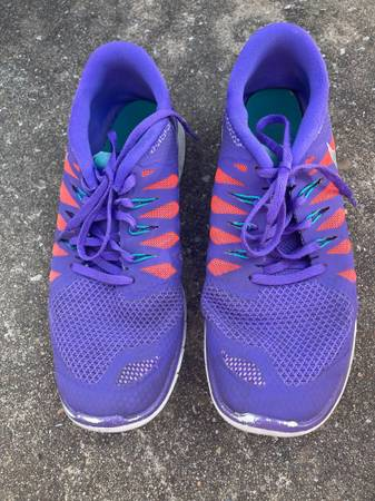 Photo Womens Purple Nikes - $5 (Tulsa)