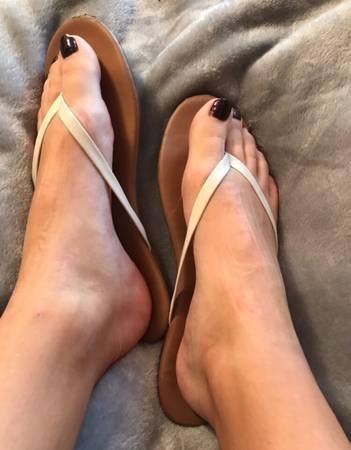 Photo well worn white flip flops - $30 (Tulsa)