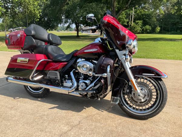 Photo 2012 FLHTK ultra classic limited motorcycle bike low miles like new - $16,900 (Winston county smith lake)
