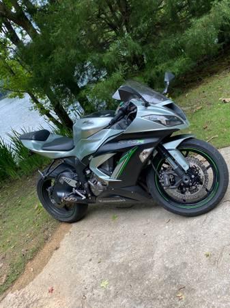 Photo 2018 Kawasaki Ninja ZX6R - $8,500 (Trussville)
