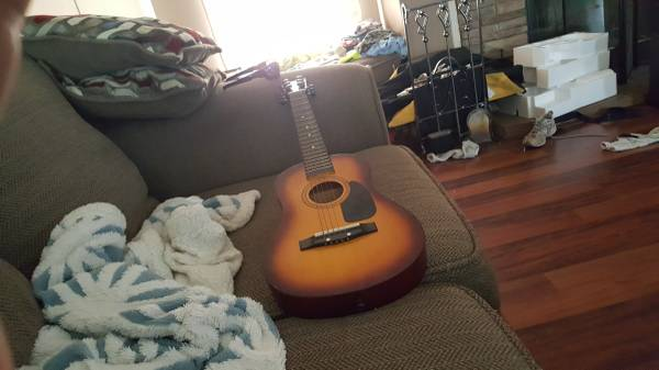 Photo First act kids acoustic guitar (Pinson)