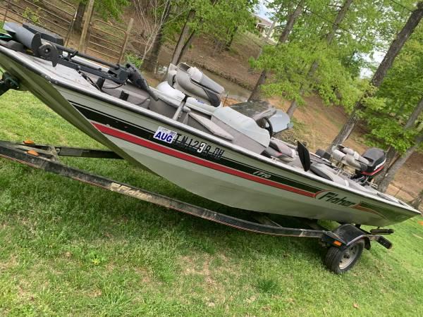 Photo Fisher boat - $3,500 (Tuscumbia)