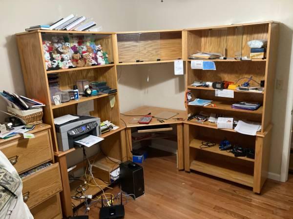 Photo Oak corner computer desk - $200 (Vestavia)