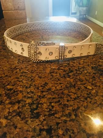Photo White Diamond Belt - $100 (Tuscaloosa)