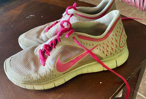 Photo Womens Nike Shoes Size 11 - $5