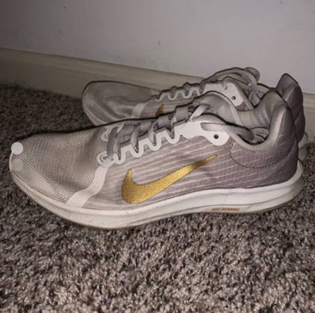 Photo well worn tennis shoes - $90 (Tuscaloosa)