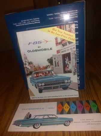 Photo 1961 Oldsmobile F-85 dealer Brochure and color chart - $20 (Willowick OH)