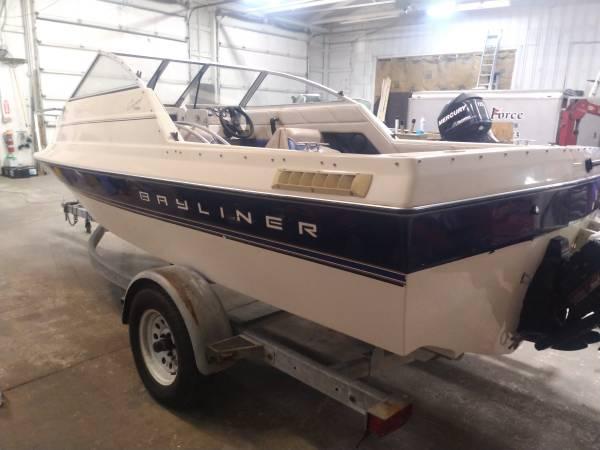 Photo 1995 Bayliner 1952 Capri Boat - $7,900 (Painesville)