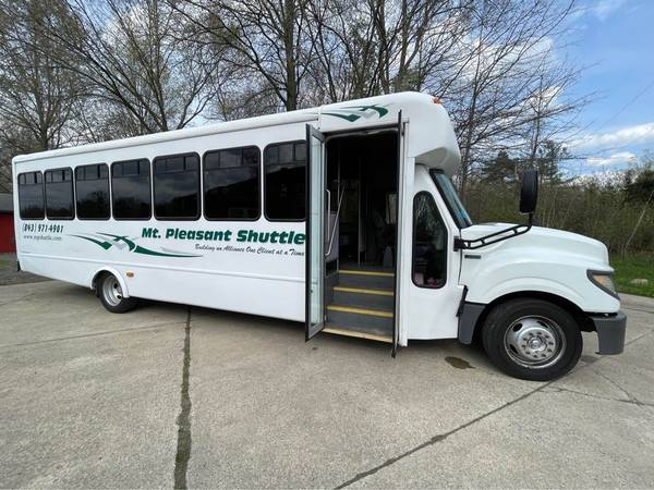 Photo 2013 International starcraft shuttlebus - $16,000 (Columbia Station)