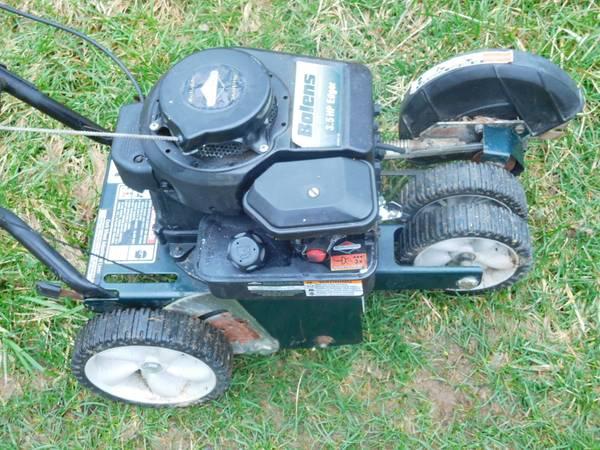 Photo Bolens 3.5 HP gas powered Side Walk Edger Trimmer - $125 (Dundee)