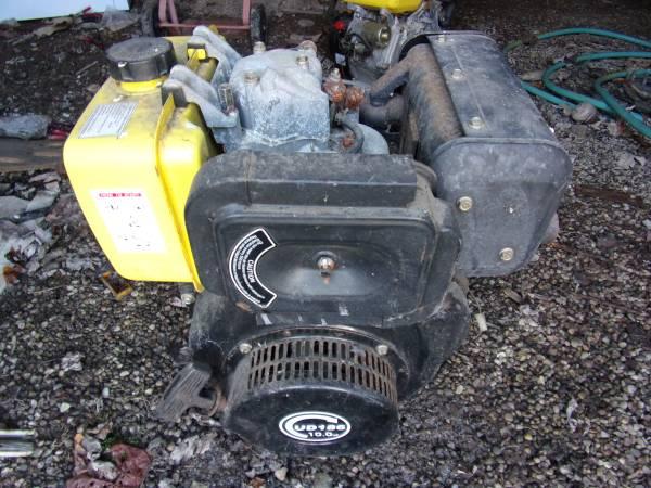 Photo Diesel 10 hp , Gas 13 hp electric start motors - $450 (Bolivar)