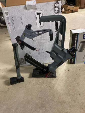 Photo Hardwood Flooring Nailer - $80 (Dover)