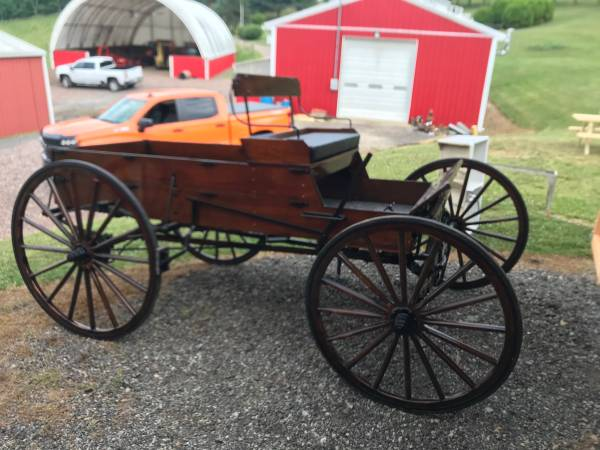 Photo Horse drawn buggy (covered wagon) - $4500