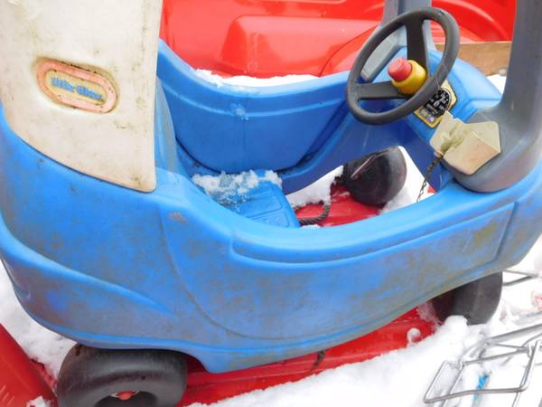Photo Little Tikes Cozy Coupe Toy Police car - $25 (Dundee)