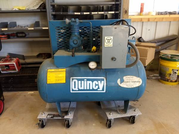 Photo Quincy 30 gallon air compressor - $150 (Dennison)