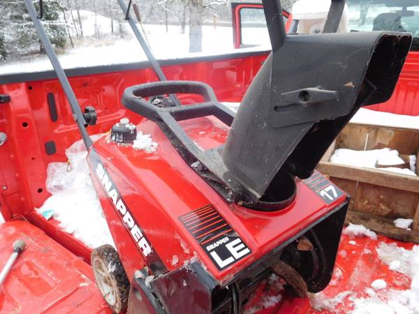Photo Snapper 17quot Electric Start Gas snow Blower - $100 (Dundee)