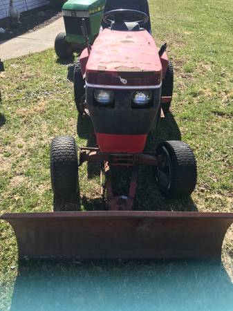Photo Wheel Horse Tractor - $600 (Sugarcreek)