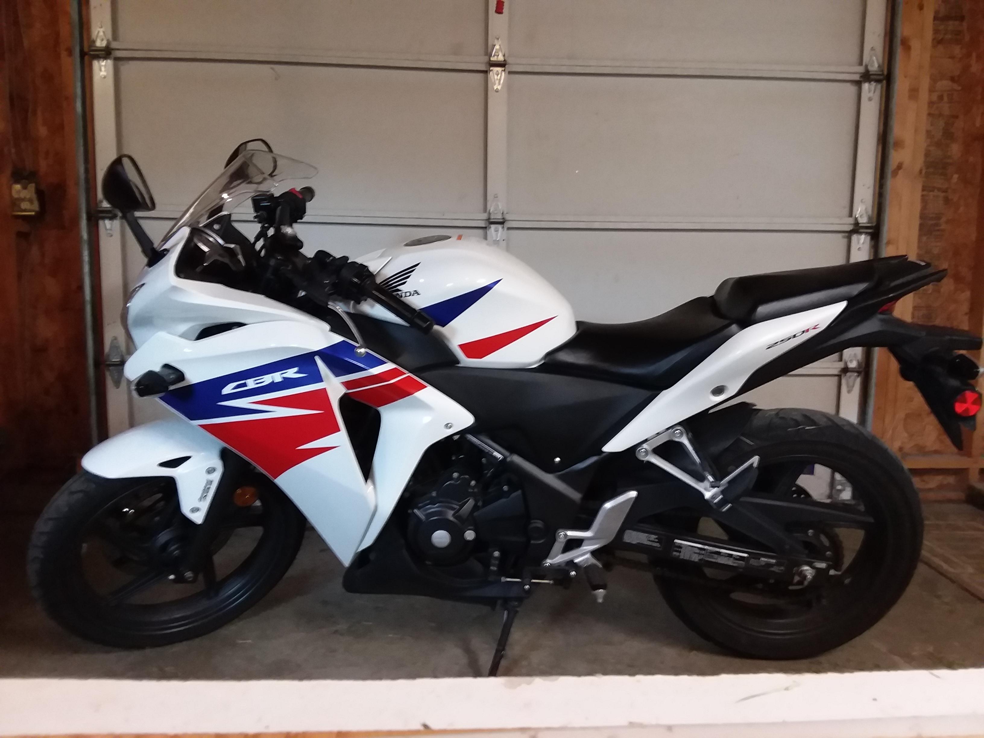 Photo 2013 Honda CBR 250R ABS $2500