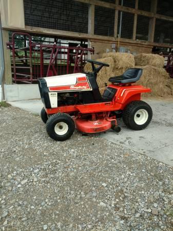 Photo simplicity tractor - $400 (Winesburg)