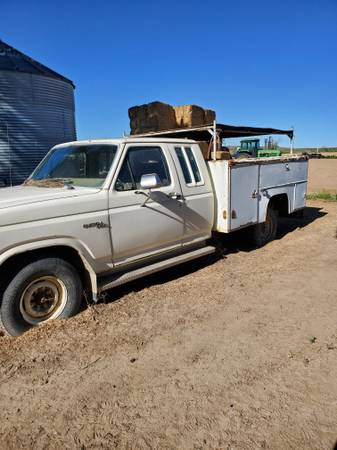 Photo 1981 Ford F-250w utility bed and farm equipment. See pictures below. (Dietrich)