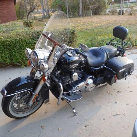 Photo 2012 Harley Road King - $10,000 (caldwell)