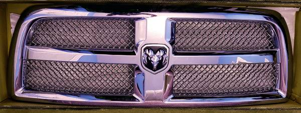 Photo 2013-2018 Dodge RAM 25003500 Chrome Grille - $40 (Richfield)